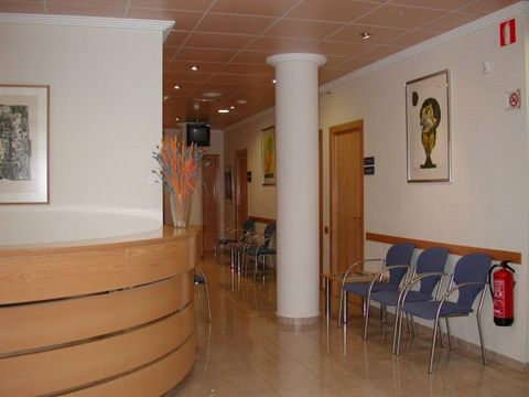 CLINIC OF 395M2 BUILT + 160M2 TERRACES, WITH SEPARATE ENTRANCES. CLOSE TO THE N332, IN THE BEST AREA OF ALTEA!!!!! For 14 years it has been running and is authorized by the Regional Ministry of Health as clinic Medical-Psychological (family medicine,...