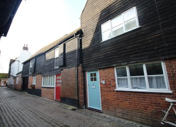 * SMALL AND COMPACT * This cosy studio apartment is being treated to fresh lick of paint throughout. The Living space on offer is a Lounge/bedroom, a fitted kitchen area and a separate shower room. Situated in the high street of Canterbury, what bett...