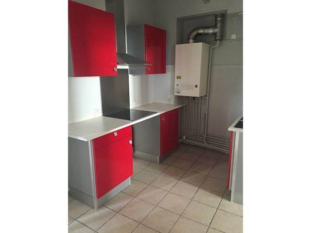 Un appartement de type 2 comprenant: entrée, cuisine aménagée et équipée , salon séjour, 1 chambre, salle de bains, wc.