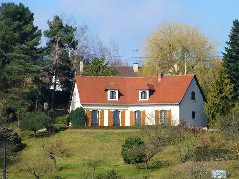 Votre villa de standing à 30 Minutes de Blois Entre vignobles et châteaux de la Loire, une position dominante avec une vue imprenable sur la vallée du Cher pour cette demeure de 205 m² habitables sur son terrain arboré de 3930 m² ! Saint-Romain-sur-C...