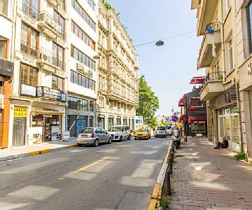 The facility in a beautiful location of Tophane provides luxury rooms. It is 50 m away from the tramway station that enables easy transportation opportunity. Also, it is 5 minutes away from Taksim, Cihangir, Karaköy and Eminönü. Rates: nightly-weeken...