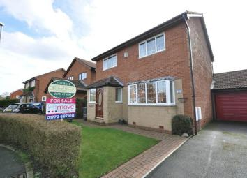 ***SUPERB FOUR BEDROOM DETACHED FAMILY HOME IN A MUCH SOUGHT AFTER VILLAGE LOCATION*** Leftmove Estate Agents are delighted to offer for sale this well presented four bedroom detached family home situated in a popular location in Freckleton. The prop...