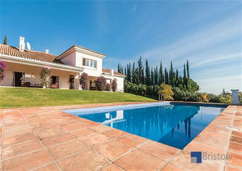 Property Description Situated on the prestigious Sotogrande Resort, Villa La Ladera is a modern retreat within close distance to the fantastic resort amenities. On the ground floor you will find a fully equipped kitchen with a spacious dining room ne...