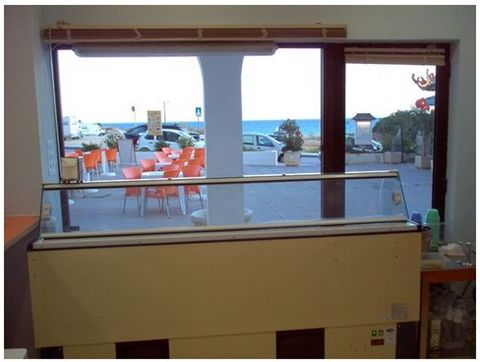 Fully equipped ice cream parlor, situated in first line, with 120 m2 terrace and sea view. Has garage space.