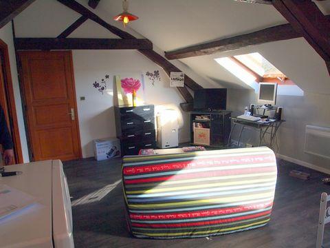 Nathalie Jourdan vous propose au 06 83 86 44 75 un appartement de 64 m2 situé dans une résidence de style à CAZAUBON. L'appartement comprend: un vaste salon séjour avec cuisine ouverte de 30 M2. Deux chambres de 12 M2 une salle de bain avec wc de 8 M...