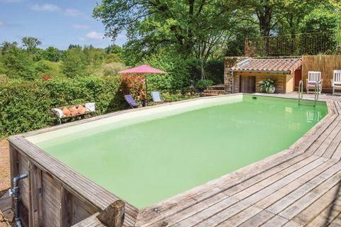 Ce charmant gîte rural est une maison de vacances idéale pour les familles qui souhaitent passer un séjour relaxant à la campagne en Haute Vienne. Elle vous accueille à Marval et vous offre un agréable jardin et une piscine partagée pour vous rafraîc...