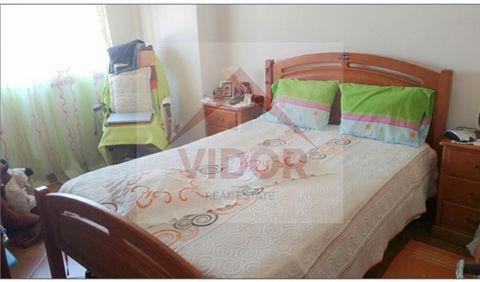 Appartement d'une chambre en bon état, bon accès, ainsi que des écoles et espaces verts. Grand appartement de monétiser. Visite!