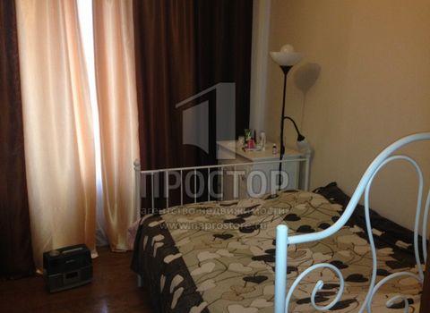 Продается комната в 3-комнатной квартире 76/14/9 кв.м. Раздельный санузел. Хорошее состояние комнаты и мест общего пользования. Спокойные соседи. Прямая продажа, возможна ипотека. До станции метро 5 мин. пешком. Торг.