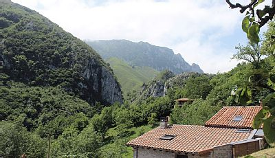 Casa Cusau faces south with full mountain views towards the Picos de Europa national park. An indulgent stay for a couple, but also comfortably sleeps four – an enjoyable place to relax in all seasons.