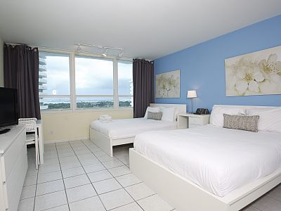 Our recently deluxe renovated and warmly colored studios have spectacular bay and city views (every night an amazing sunset sets right in front of your window).