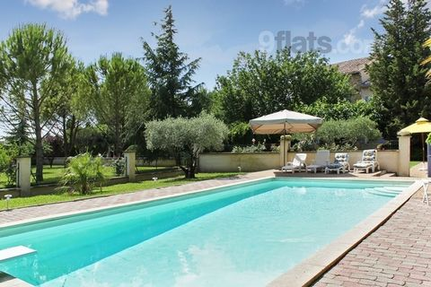 This beautiful holiday house feels like a home but boasts elegant décor and all the equipment needed for you to relax in style and have a truly magical holiday. Enjoy your lovely lounge room, complete with a fireplace, flat-screen, satellite TV, radi...