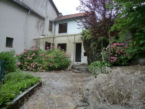 Located in Cierp Gaud. TO BE SEIZED - Bernard and Nicole CONNESSON-AYMES offer you this nice home in CIERP GAUD, close to any trade, public services. It is composed, in rez of putting on of a kitchen, a stay, a cupboard, a cellar, a toilet.On the flo...