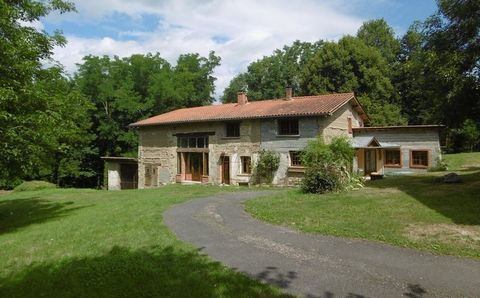 ORLEAT Centre ville, House 9 Room (s) 217 m², Land 13785 m², 4 Bedrooms
