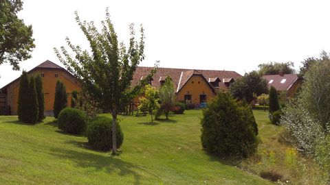 Within a large garden of 24000m2, located 40mn South of Budapest, closed to the Duna river, large fully enclosed property with outbuildings. Former Soviet Kolkhoz, the buildings were completely rehabilitated in 2008. Large main house of 430m2, covere...