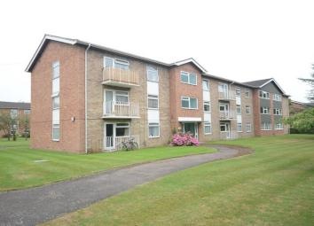 A spacious and well presented two double bedroom first floor apartment located off the A4 Bath Road and just a short walk from Reading town centre. This property has a separate living room, kitchen with appliances, bathroom with shower and further be...