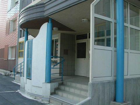 À louer à Mulhouse Coteaux rue Alexandre Dumas, appartement 5 pièces de 109 m² situé au 10° avec ascenseur.Cet appartement se compose de 4 chambres, cuisine, séjour, salle de bains et balcon.Possibilité de louer un garage.Mode de chauffage : Collecti...