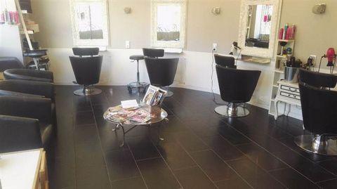 A vendre Fonds de commerce coiffure sur Draguignan. Idéalement situé en centre ville, le salon bénéficie d'un fort potentiel de croissance et à l'avantage de nombreux parkings et places gratuites à proximité. Local de 40 m² composé d'une pièce princi...