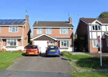 Sold with NO ONWARD CHAIN is this detached house that could make the ideal family home. The accommodation comprises of Entrance Hall, Cloakroom, Lounge, Dining Room, Conservatory, Kitchen, Utility Room, FOUR BEDROOMS with an En-Suite to the Master Be...