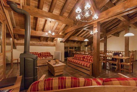 Le départ et l'arrivée aux Balcons de la Rosière peut se faire directement skis aux pieds car la résidence est située sur la piste des Eucherts. Le complexe, composé de 8 chalets, est construit dans le respect de la tradition, utilisant les matériaux...