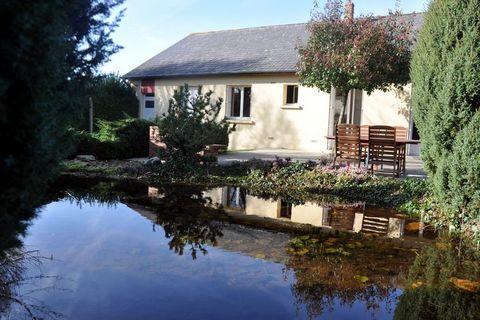 Le Bailleul se trouve à 51 km au sud-ouest Du Mans. Maison Les Tourterelles est située dans une petite rue calme, à 300 m du centre tout aussi calme de Le Bailleul. La maison indépendante se trouve sur un terrain entièrement clos. Lintérieur est fonc...