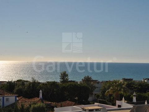Contemporary two bedroom apartment located in Olhos de Agua. This apartment is a rare product due to its exclusive roof terrace with an amazing 360º view on Olhos de Agua and surroundings. The apartment is close to all amenities and is within walking...