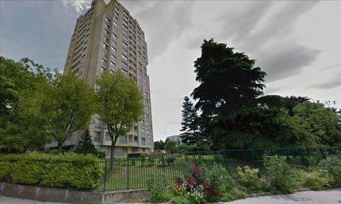 CACHAN,proche centre ville Appartement de type T1 comprenant une entrée avec placard, une pièce à vivre avec coin cuisine, un balcon, une salle de bains avec W.C.Une place de parking Disponible