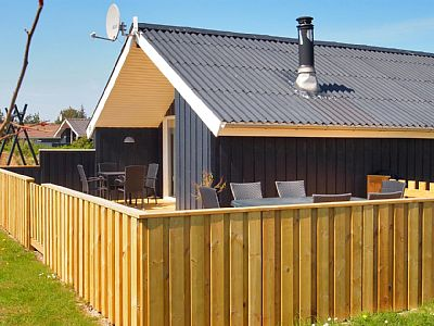 Holiday home suitable for 6 persons . The holiday home is 70 m² and is build in 1985. In 2005 the holiday home was partial renovated. You can bring along 1 pet. The holiday home has washing machine. Tumble dryer. Rates: nightly-weekend - from 377 to ...