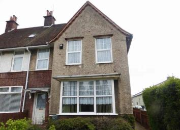 *REDUCED* Situated in this convenient Newtown location, Aldreds are delighted to offer this large, spacious, six bedroom end terrace house. The property offers the benefits of a spacious entrance hall, three reception rooms, kitchen, conservatory and...