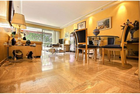 Cannes Basse Californie - Beautiful 2 bedroom apartment for sale. The apartment is situated in a prestigious residence with park, swimming pool (heated) and a concierge. The flat offers a spacious living room and bedroom overlooking a south facing te...