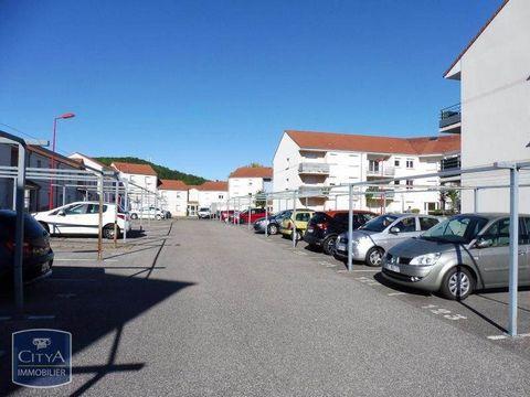A louer appartement T2 de 51.48 m² sur la commune de Ecrouves au sein de la résidence Le Clos des Oiseleurs et bénéficie d'un emplacement proche de tous commerces et du centre ville.Cette location comprend un séjour donnant sur un balcon, une cuisine...