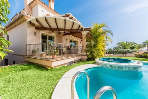 Villa for sale in Las Chapas, Marbella East, with 4 bedrooms, 3 bathrooms, 2 en suite bathrooms, 1 toilets and has a swimming pool (Private), a garage (Private) and a garden (Private). Regarding property dimensions, it has 437 m² built, 781 m² plot, ...