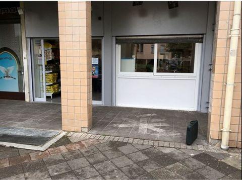 Dans une rue commerçante de Besançon, toutes commodités sur place. Murs commerciaux, comprenant 2 surfaces de vente, louées actuellement, avec un rendement de 14 % brut. Pas de travaux à prévoir. Excellente rentabilité, à voir.Surfaces commerciales l...