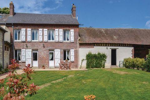 Cette charmante maison de vacances en pierre vous accueille à Trie Château et sera idéale pour découvrir l'Oise. Elle vous offre de grandes pièces spacieuses avec des poutres d'origine et un jardin clos bien entretenu. Vous serez tout près de la vill...