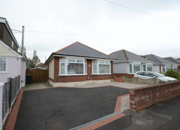 MK ESTATES are delighted to offer for let this immaculately presented and modern DETACHED, 3 Double BEDROOM BUNGALOW in IFORD. Rarely available, this bungalow is situated on Denmead Road, in Iford. Located minutes away from the river, local walks and...