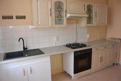 Votre agence Elyse Avenue vous propose de venir visiter ce bel appartement, proche du centre-ville, comprenant une cuisine équipée, un salon/séjour, deux chambres ainsi qu'une salle de bains. Vous bénéficierez également d'une cave et d'un cellier. De...