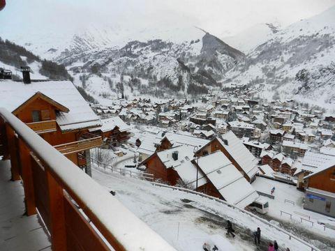 Les Chalets de la Vallée d'Or Pensée est située dans le hameau des Charbonnières, à 150m de la piste des lutins. La résidence se trouve à 900 m du centre de Valloire, de la télécabine du Crêt de la Brive, du rassemblement écoles de ski et des commerc...
