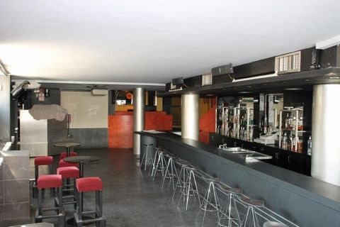 Spacious pub / disco very near the center of Platja d'Aro in perfect condition and permits to open up immediately.The capacity of the pub is 498 people. There is ample space spread over 2 floors with 3 bars and 7 bathrooms for customers. Local corner...