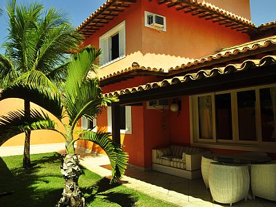 The 50 steps from the sand House in the right corner of Geriba beach, most famous beach whelks. easy access and close to public transport and shops. Very comfortable tastefully decorated. It has 3 bedrooms and 2 bedrooms. Large kitchen with...