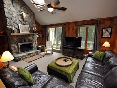 Spend your vacation in this stylish, cozy 4 bedroom Cranmore Birches condo in the heart of North Conway. Just 2 minutes to Cranmore, 10 minutes to Storyland and 5 minutes to tax free outlet shopping. Rates: nightly-weekend - from 250 to 350 USD
