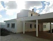 ¡Casa aislada de 214m² con piscina privada! Se compone de salón con cocina americana, 3 habitaciones, estudio en la planta alta con terraza, 3 baños, aseo y , quedando el resto de parcela destinada a jardín.parcela de 1050m