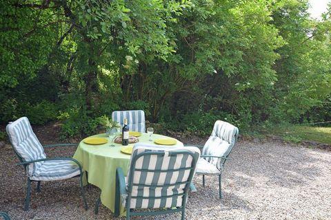 Magnifique maison individuelle moderne de vacances meublé au Domaine la Flotte. La propriété de 40 hectares se trouve entre les collines, les prairies et les forêts du Languedoc se trouve au pied des Pyrénées françaises. Il est la base idéale pour ex...