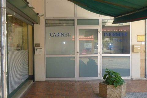 Au coeur d'un centre commercial, ce local professionnel de plain-pied est actuellement loué. Rentabilité locative 12%.