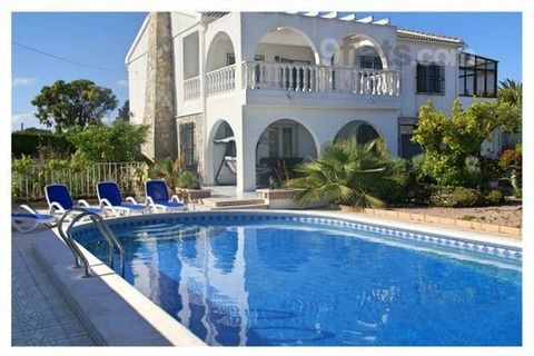 Modern, luxurious and spacious villa in Quesada! The perfect family holiday home for up to 12 people! This completely redecorated villa is located 2 min walk from centre of Quesada The entrance on the ground floor gives you access to the spacious,120...