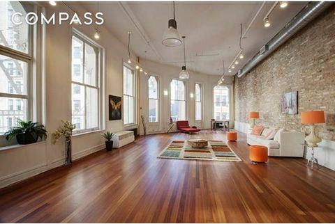 Price improvement! Absolutely stunning, rare find, completely restored true Cast Iron loft. Situated in the Flatiron/Union Square area, this loft has keyed elevator opening into this magnificent unit. 9 huge windows, curved walls, 15 foot ceilings, e...