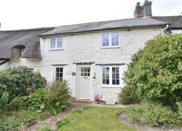This beautiful cottage offers many original features and has be refurbished over the last 6 months. Located in the village of Forest Hill, the property is just over 2 miles from shops in Wheatley but is also only 3 miles from Headington, where there ...