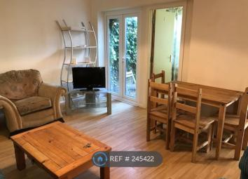 Property Reference: 245422. Spacious 6 bedroom student house available August/September 2017 and close to university of Essex in Colchester. The house has 6 good sized bedrooms, separate kitchen and two bathrooms with shower and bath. There is a larg...