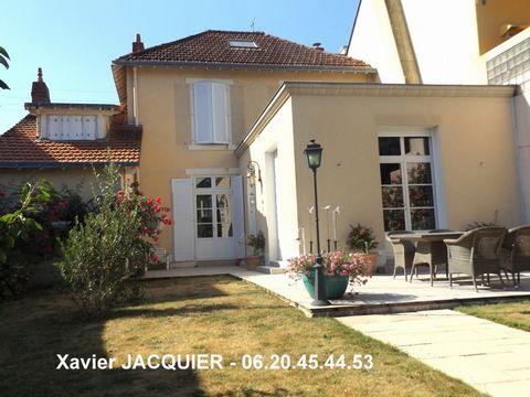 NANTES Centre ville, Middle-class house 9 Room (s) 209 m², Land 509 m², 7 Bedrooms