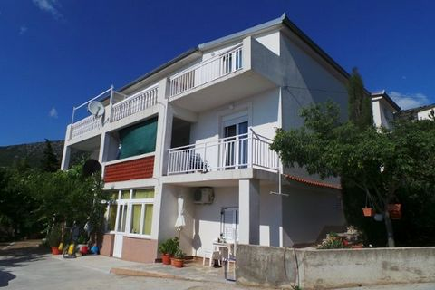 Your vacation object: The owner lives permanently in the house (with separate entrance). Your holiday apartment: 3 rooms (therefrom 2 bedrooms), 75 sqm, 5 persons. Air conditioning. Entrance on the 2nd floor. 2nd floor: Bedroom with 1 double bed, 1 s...