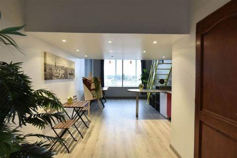 Le centre d'art se situe à Aulnay-sous-Bois, dans l'axe de développement de Roissy-Charles-de-Gaulle, Aulnay est un pôle économique de tout premier plan. Plus de 3 000 entreprises y ont trouvé les moyens de leur développement, dont l'Oréal. Le rez-de...