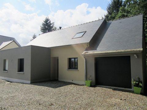 ST ETIENNE EN COGLES / MAEN ROCH (35460): Maison avec cinq chambres. Prix de vente: 229817 Euros HAI (honoraires inclus de 8817 Euros à charge acquéreur soit 3,99 % soit 221000 Euros hors honoraires). Maison contemporaine de 2016 d'environ 120 m² hab...